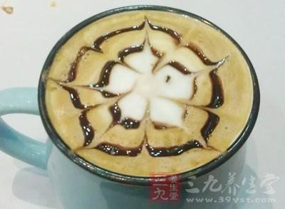 布洛芬(芬必得)对胃黏膜有刺激,咖啡中的咖啡因和可乐中的古柯碱则会刺激胃酸分泌